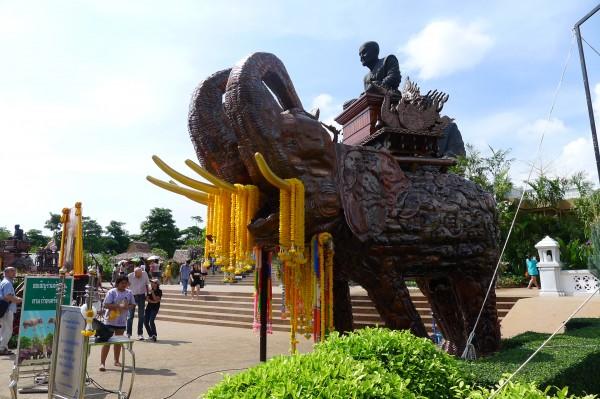 ワット・フワイ・モンコン Wat Huay Mongkol ホアヒン